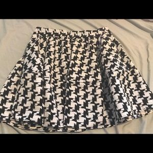 Express skirt, houndstooth print